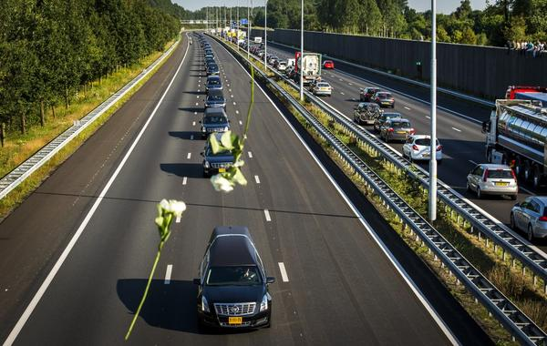 In beeld: Nederland herdenkt slachtoffers vliegramp MH17 http://t.co/j0DgiFpg0o http://t.co/xlEAfM8nps