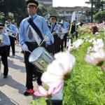 The Bmth Childrens Festival Parade heads through the gardens @Bournemouthecho http://t.co/TYh8CjDebz