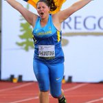 Alona Shamotina of Ukraine enjoys a victory lap after winning the womens hammer @Oregon14WJC #oregon14 http://t.co/7QZ6Ufr2GM