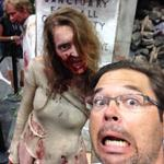 @DesdeLaLogan making friends while covering #ComicCon2014 #ComicCon http://t.co/uJRgaxTLQg
