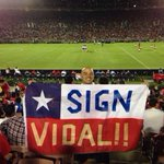"RT @ManUtdMEN: ""SIGN VIDAL!!"" - #MUFC fan makes cheeky transfer demand at LA Galaxy friendly http://t.co/fSPKEccc0V http://t.co/ZUsXuNA9Ny"