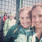 ROYAL PHOTOBOMB: Rainha Elizabeth II invade foto de jovens australianas http://t.co/Ag7FIftBCE #G1 http://t.co/csXDroCmsV