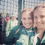 The Queen photobombed a selfie at the #ComonwealthGames. I am cackling. http://t.co/GdCOVbdsaU