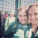 RT @TODAYshow: Queen Elizabeth photobombs a selfie! http://t.co/BH9i7oa7xR http://t.co/VWKBEbeEiD