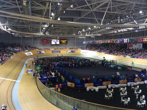 RT @chrishoy: All set and ready to go here at the velodrome, nice vantage point here up in the commentary box! http://t.co/CWPQJyokqS