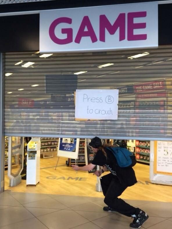 The shutter broke at this @Gamedigital store. The sign is just the best. http://t.co/PTlxNg1ewr