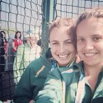 Ahhh The Queen photo-bombed our selfie!! ???? ???? #royalty #sheevensmiled #amazing #Glasgow2014 @Hockeyroos @AusComGames http://t.co/ZMtHYFUqHk