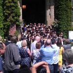 RT @SheffieldAlumni: Lots of @sheffielduni graduates getting their picture taken outside of the ever popular Firth Court #sheffieldalumni http://t.co/RqJd2LLpIu