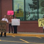 RT @Katelyn_Flint: Workers say they are happy to hear Arthur T is trying to regain control of Market Basket. http://t.co/i5JXX9gDbz