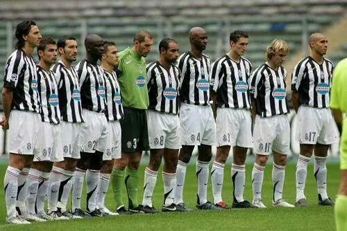 #اليوفي 2005-2006 #كانافارو #تورام #زامبروتا #كيليني #فييرا #إيمرسون #موتو #نيدفيد #تريزيغيه #إبراهيموفيتش #Juventus http://t.co/ajCrAnUK7b