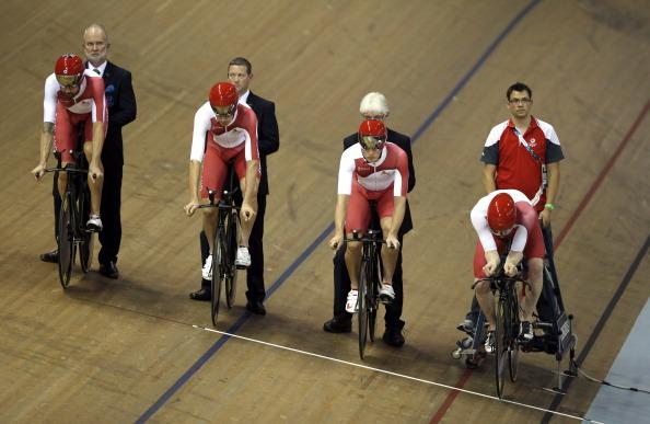 Can Sir Bradley Wiggins help England to gold in the #Glasgow2014 cycling team pursuit? Watch now on @BBCOne http://t.co/cgkq0K63rc