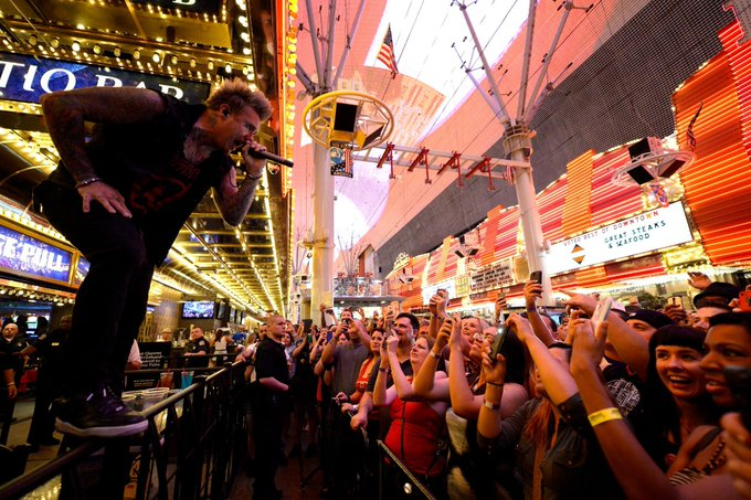 .@paparoach killed it at the #UFCFightWeek free concert on @FSELV on July 4 Who do you want to see play next year? http://t.co/TiZBgj5eJX