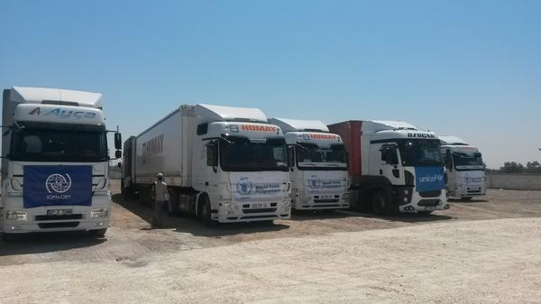 First trucks with food, shelter, sanitation aid for #Syria left Turkish Bab al Salam crossing today http://t.co/6r3MJ4MQAR