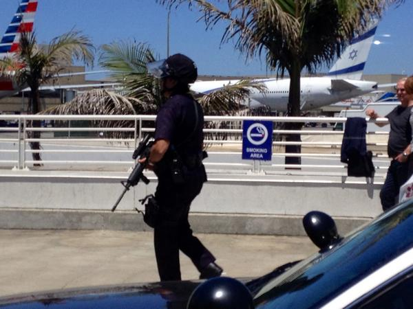 No idea what's going on but there are a ton of cops in assault gear at the International Terminal at LAX. #LAX http://t.co/GudiqYQCq7