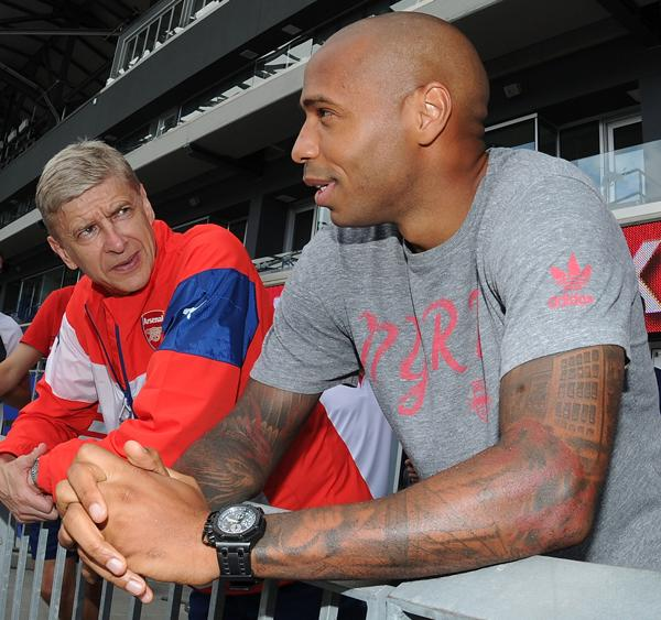 PHOTO @Arsenal boss Arsene Wenger catches up with former Gunner @ThierryHenry ahead of a friendly in New York