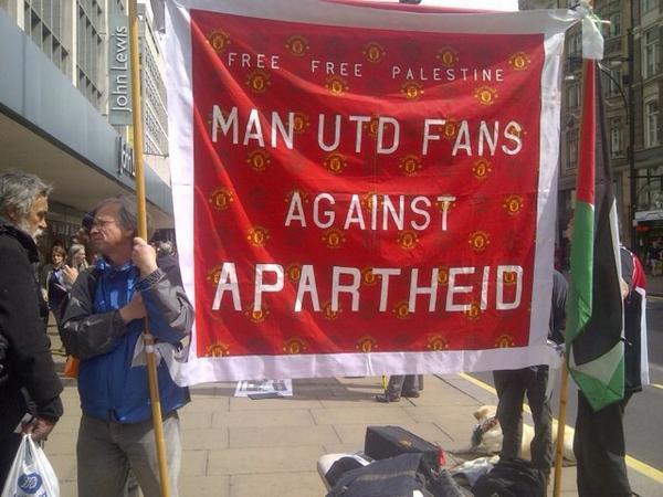 Man United Fans against apartheid. #freepalestine http://t.co/p4nOelguAT