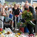 Touching tribute from our Governor-General at a makeshift shrine for MH17 victims. http://t.co/nSPmBLGW5b http://t.co/KjOyriW0qw