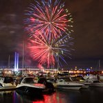 RT @cityofmelbourne: Tonights Docklands fireworks #Melbwinter #Melbourne http://t.co/olaTRe9ArT http://t.co/T7F8ZGh3rJ