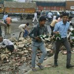 RT @AarSee: A truck loaded with cartons of beer met an accident on Jaipur-Ajmer You will never see a happier accident site http://t.co/MKpjR7AGov