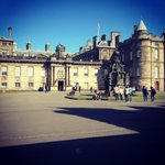 Time for tokays #FridayPhoto! Its Holyrood Palace - http://t.co/3eLnrFurTT #Edinburgh The queens house in Scotland http://t.co/R0Zo9oyb4f