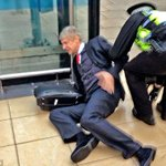 Hehehe! #AFC @thakkerjay: Latest picture of Arsene Wenger on hearing the news that Drogba is back at Chelsea. #CFC http://t.co/EL3QS4F8um""