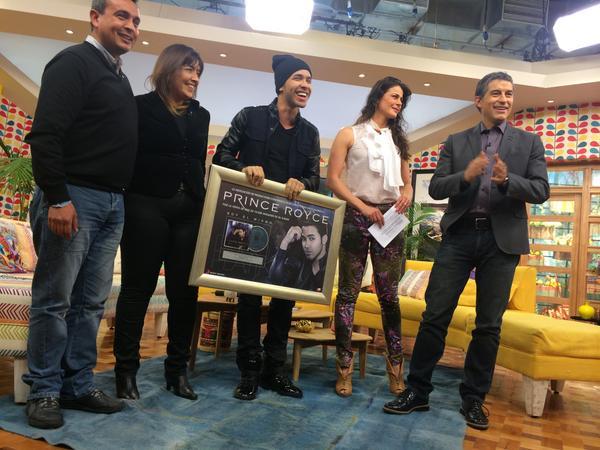 #Bienvenidos13 (@Bienvenidos13): AHORA: @princeroyce recibe el DISCO DE ORO de @SonyMusicChile en #Bienvenidos13! http://t.co/G1iKQ12Ukv