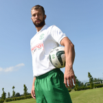 RT @HibernianFCClub: PIC: @jordonforster23 models the new #Hibs away kit (available to buy from 10am tomorrow) #AFreshStart http://t.co/Sg7l7pAZen