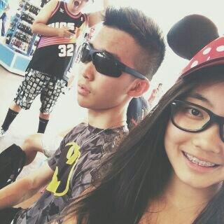 @Gavin_MJ selfie sama adiknya Deedra http://t.co/dEbcS8B9Kz