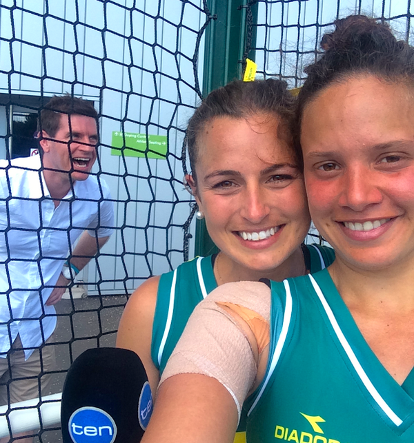 "Met our ""Selfie Queens"" @Hockeyroos @_JaydeTaylor & Brooke Peris today. OH NO. Not again! #Viral http://t.co/UVfMqOR1JS"