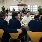 Pope Francis lunches with employees in the Vatican cafeteria http://t.co/LJFYg3A60g http://t.co/OcJGxj2mZc