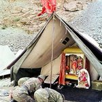 RT @Narendramodi_H: Soldiers of an artillery unit of Indian army pray to a deity in a makeshift temple in Kargil sector on 17 July 1999 http://t.co/Lm8zj1EZFR