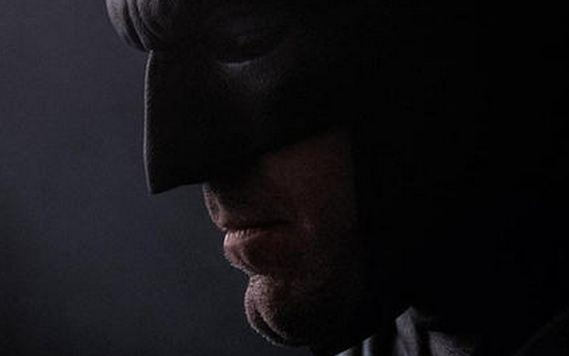 Ben Affleck dons the Batsuit in a new photo