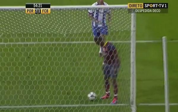 BtbP3 WIYAAXDFx Samuel Etoo does the Wait on the Line prank to score for Barcelona 2006 v Porto 04 [Video]
