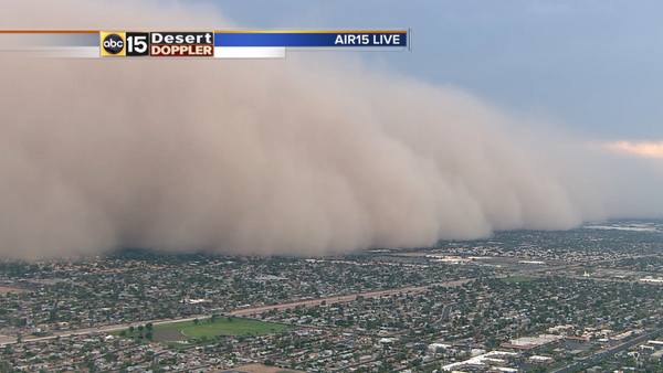 Over 2,000 feet high and 1/4 mile or less visibility. We've got ourselves a big #Haboob. #abc15wx http://t.co/EPN0w2Zcnt