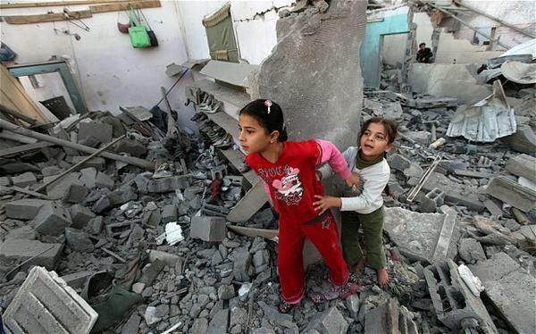 لا تخافي فنحنُ في حفظِ الله وإن متنا فنحن في رحمته ..!   #غزة_تحت_القصف #GazaUnderAttack http://t.co/A6TejnVFDG