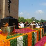 RT @adgpi: RM and the Three Service Chiefs paying homage at Amar Jawan Jyoti. #KargilVijayDiwas http://t.co/kBFt4dj4n6