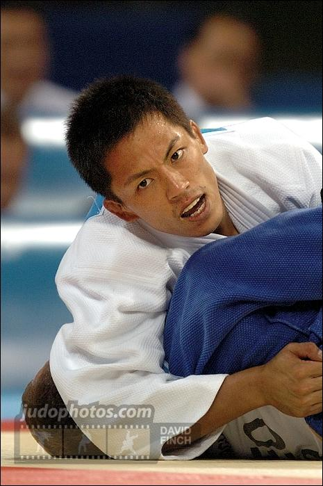 Thank you @nomura60kg for teaching us your magical judo style! Today in 1996 in Atlanta you showed us your first òf 3 http://t.co/kqphxYu11m