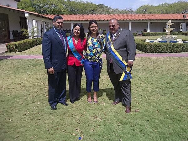 #LaFoto @MIGUELCFN: @StellaLugo, @Maby80, Rodríguez Torres y Pito Acosta listos para actos de los 487 años de Coro. http://t.co/p30jhyTpw6