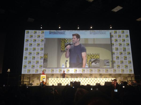 Warners starts with Batman v Superman  art and here's Zack Snyder. Place goes nuts #sdcc http://t.co/YXLhSzaLy2