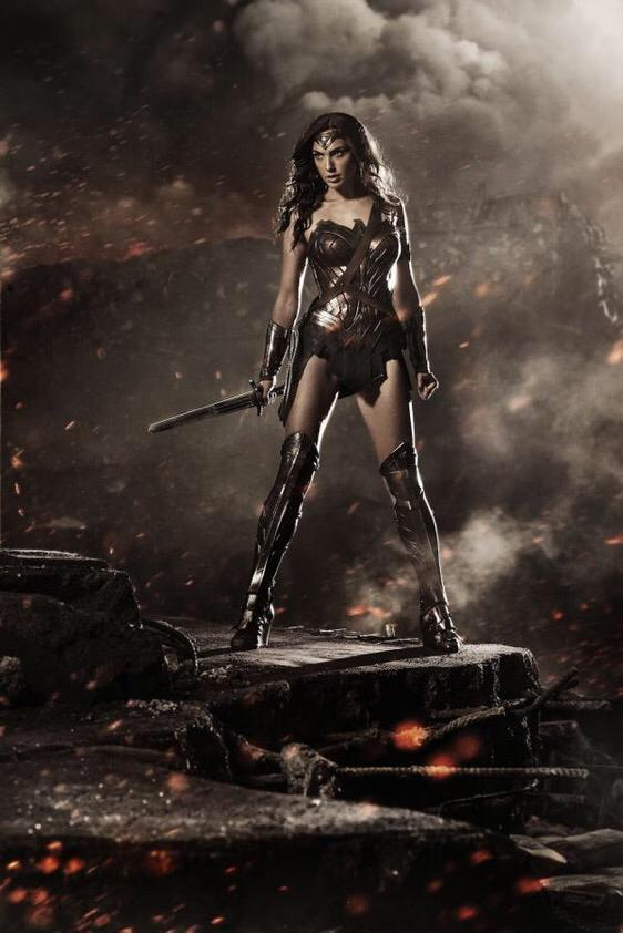 LOOK AT HER! #WONDERWOMAN #BatmanVSSuperman #SDCC http://t.co/M95DwNBeMH