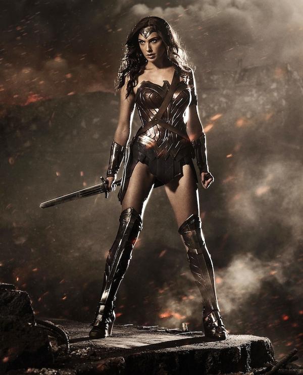 The first image of Gal Gadot as Wonder Woman in #BatmanvSuperman! http://t.co/bguGSJr5sM
