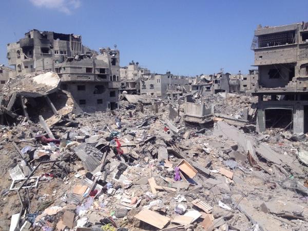 """Esto la hace #Israel """"en defensa propia"""", el día que le de por atacar no quiero ni pensarlo #Gaza http://t.co/cqgqIvwYRL"""