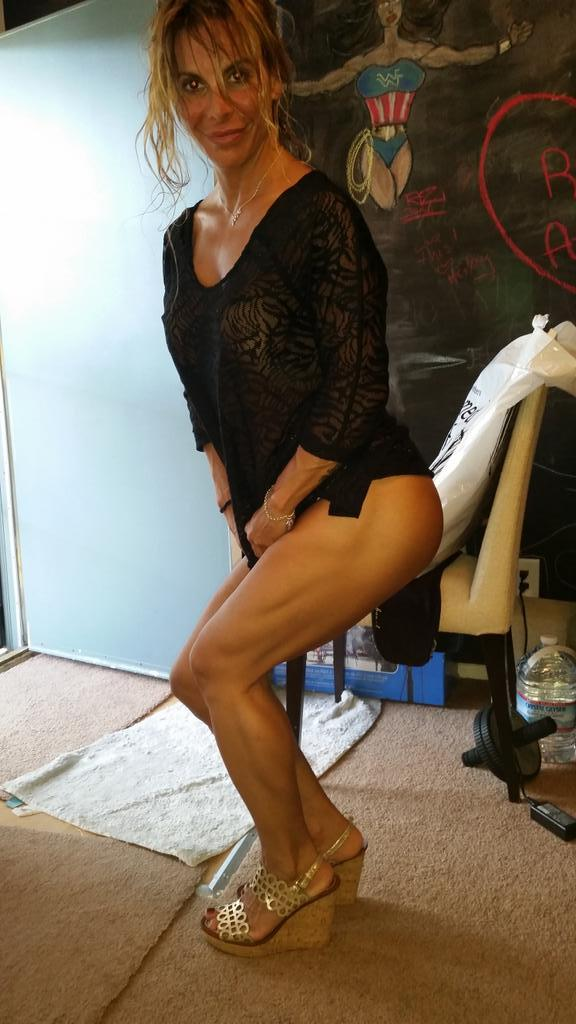 Athena Lee (@BuffGoddess): Your squatting inspiration 4 you Tweets that I love! Ready 4 u @ffbbonlinemag! http://t.co/yhIOyGmnnk