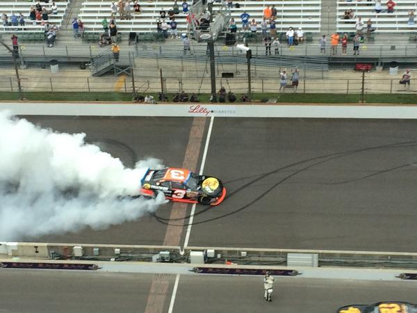 Here's @tydillon burning out @IMS @PRNlive happy young man http://t.co/7CBqvC3S9j