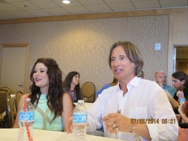 #RobertCarlyle and #EmilieDeRavin in the #OUAT pressroom at #Comic-Con #SDCC http://t.co/75nk7nPEme