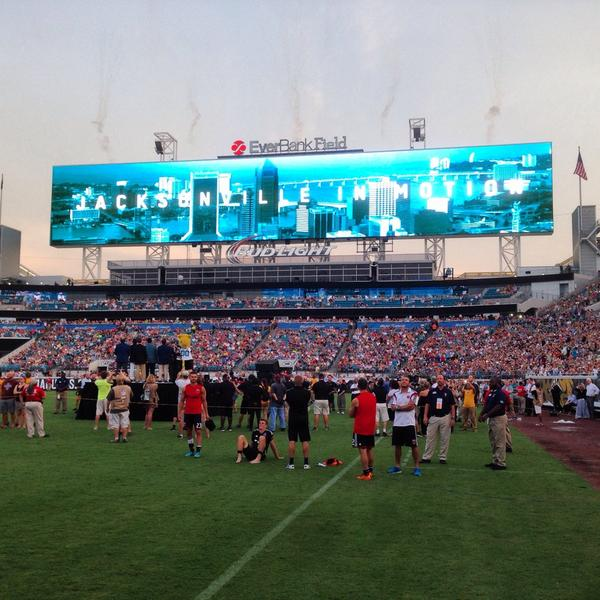 World's largest scoreboards unveiling!!! #Khanstruction #Jaguars http://t.co/ZcZxfNGfWr