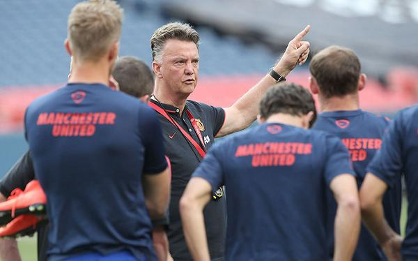 Bti VgrIUAAlvgo LVG had Man United players studying Roma the night before friendly [Andy Mitten]