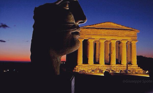 RT @_E_Sunshine_: #Agrigento e la sua Valle dei Templi. Quando la storia resiste nel tempo.  #Sicilia #ViRaccontoLitalia @iCulTweet http://…