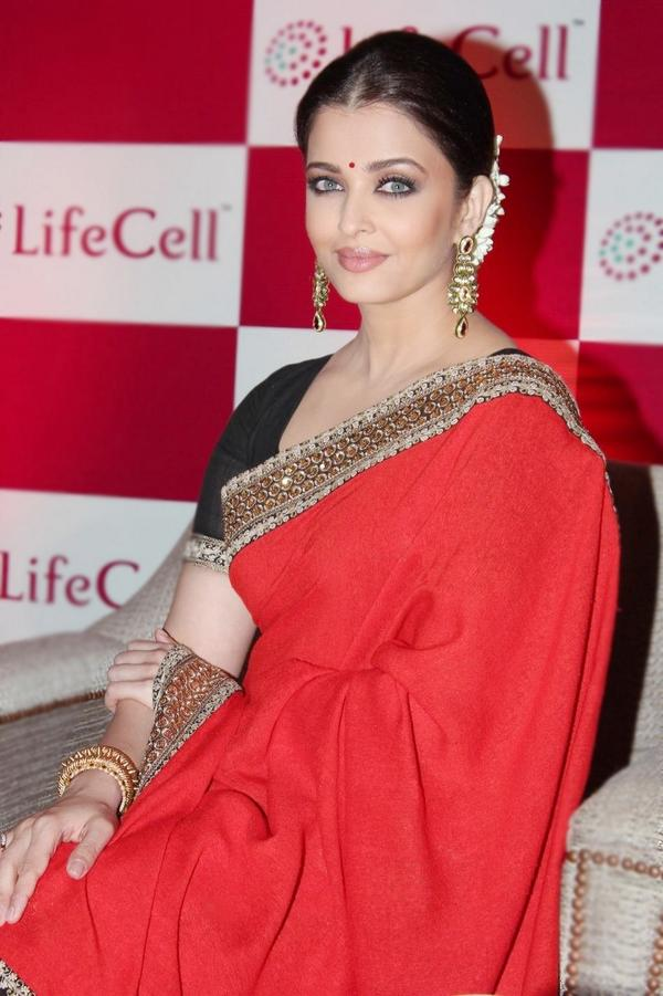 Stunning Aishwarya Rai Bachchan for @Lifecellint in Chennai today. http://t.co/fX4Ar9AuwA