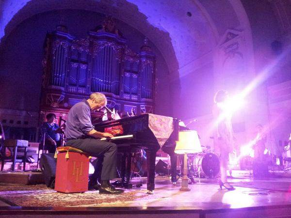 THANK YOU Hugh !! #HughLaurie #Poznan #Poland http://t.co/oTANlJd5pj